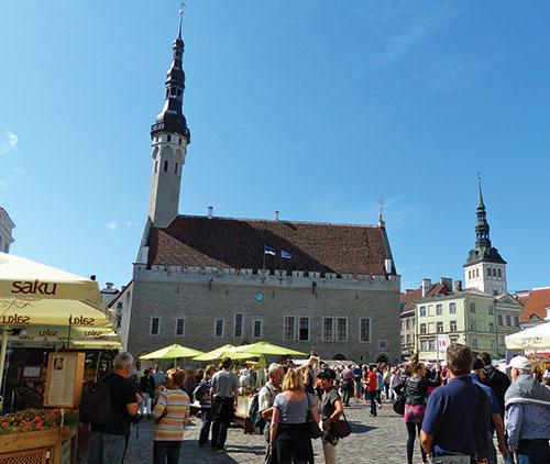 Tallinn-City-Hall-&-Square